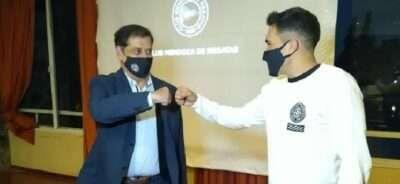 El presidente del Club Mendoza de Regatas distinguió a Gastón Alto, quien logró clasificar para los Juegos Olímpicos Tokio 2020-21